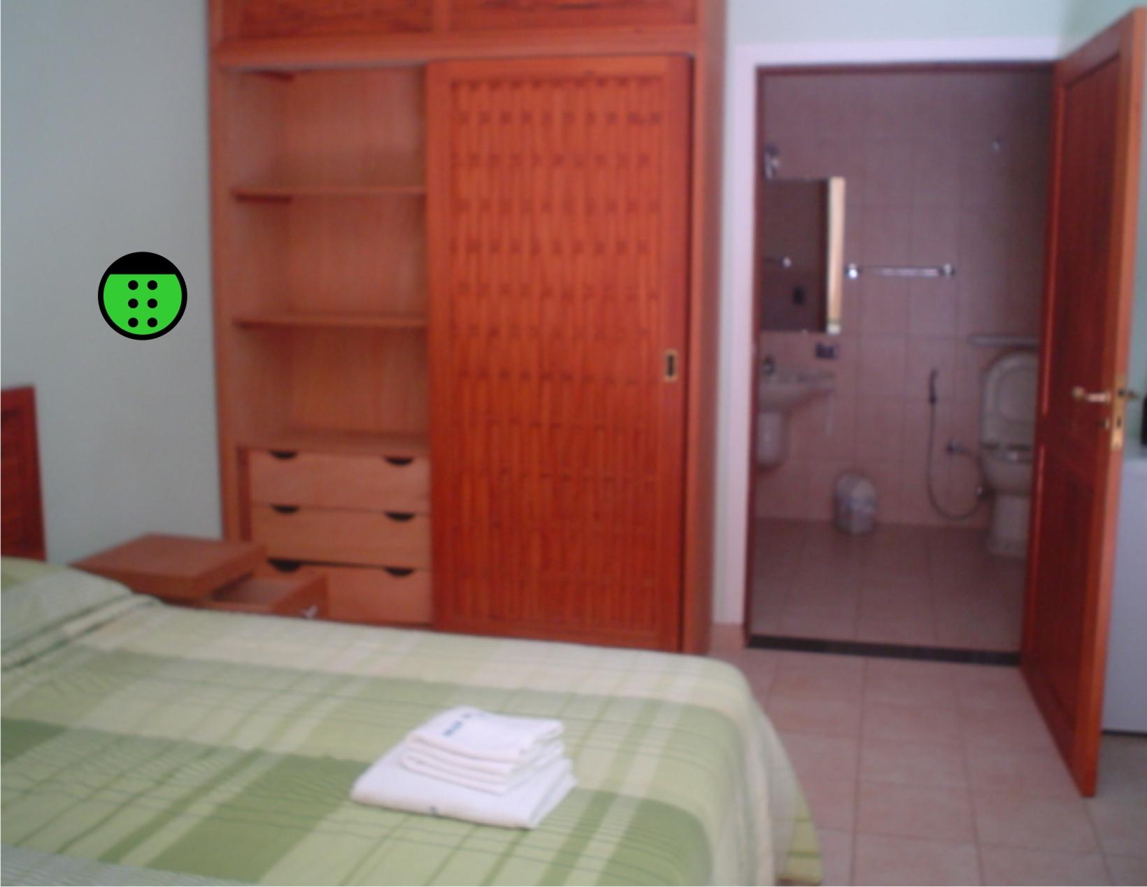 Essa foto mostra uma suite com banheiro também acessível. #9C3F2F 1640x1269 Banheiro Acessivel Porta De Correr