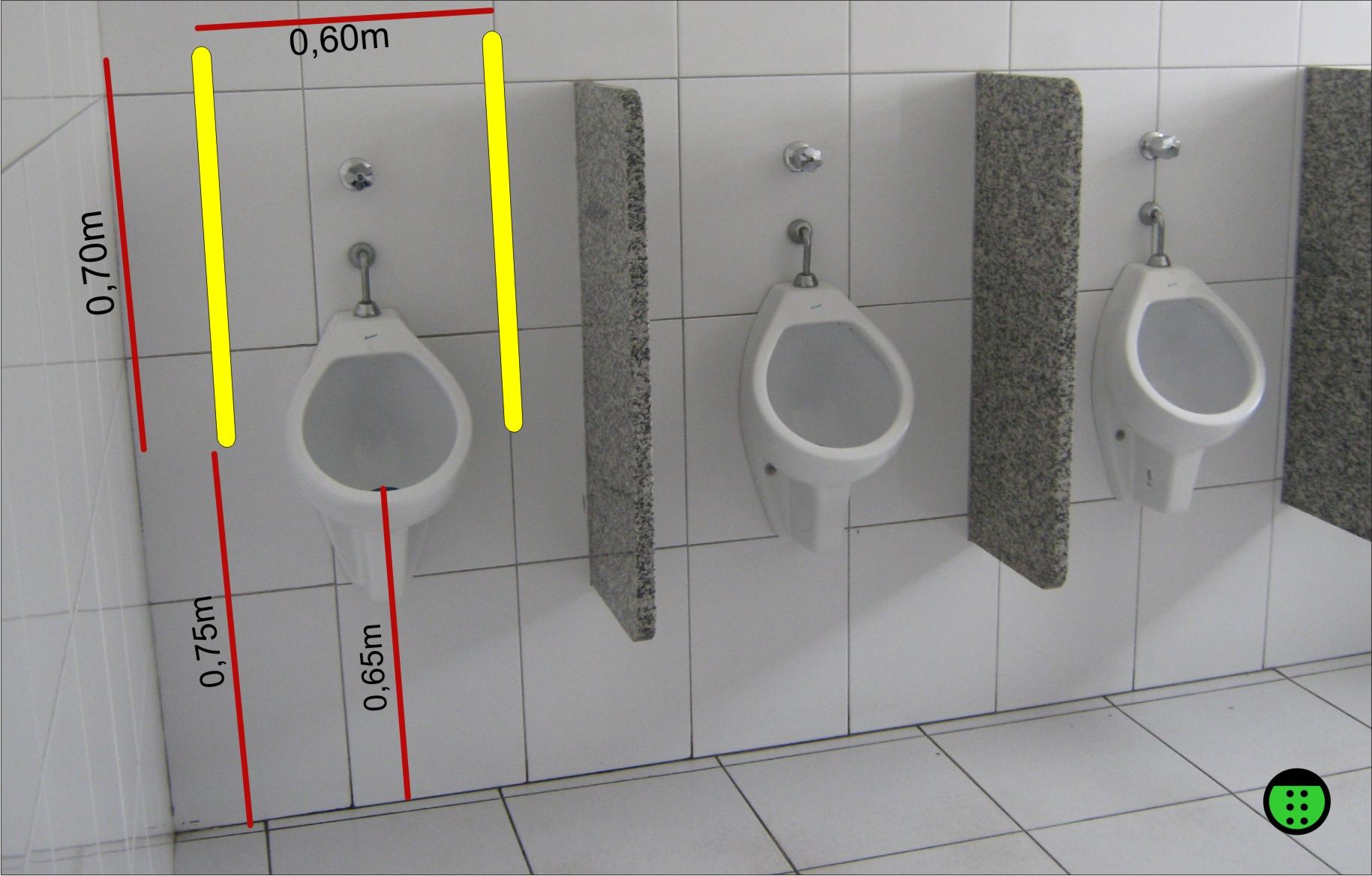 foto de como deveria ser um mictório acessível com barras paralelas  #C4C407 1829 1168